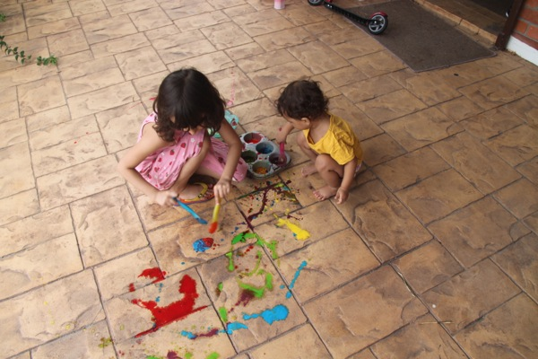 DIY sidewalk paint cornstarch and food coloring